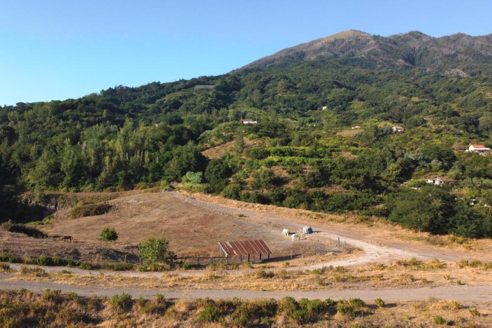 Ranch house on hills of Vesuvius National Park